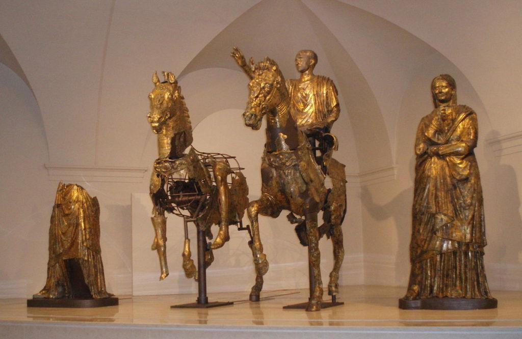 bronces dorados romanos de pergola unico grupo conservado casi completo