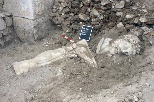 estatua Adriano Sagalassos fragmentos 2007