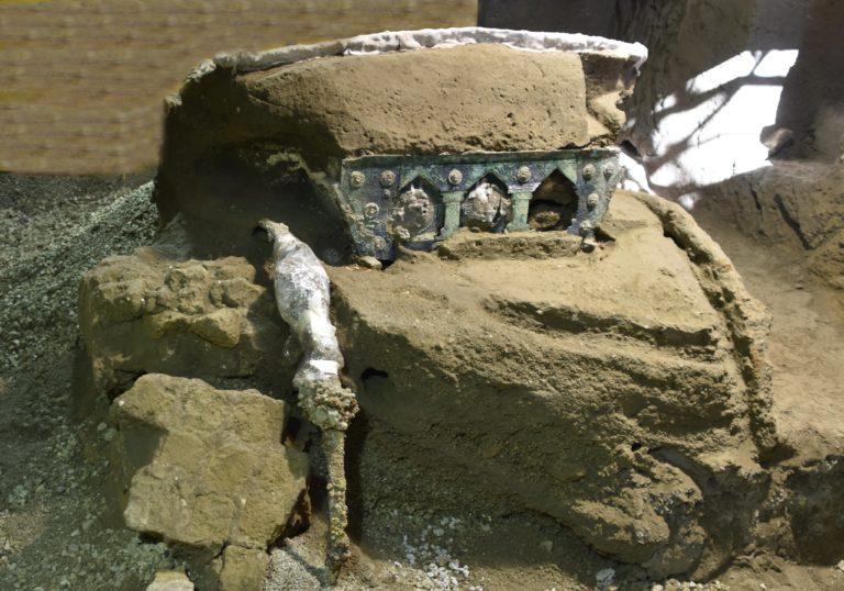 Hallado un espectacular carro ceremonial romano junto a Pompeya